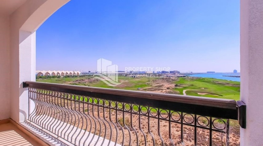 Balcony-Spacious 2 bedroom + maids with full golf and sea view