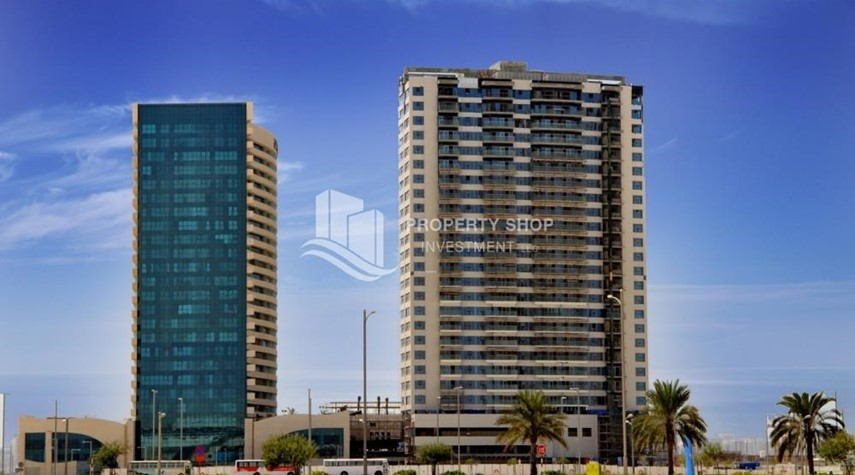 Community-High Floor Apt with Marina view.