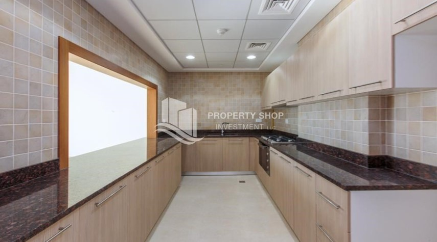 Kitchen-Make You Move In☛  Brand New 3+Maid with Golf Course View!