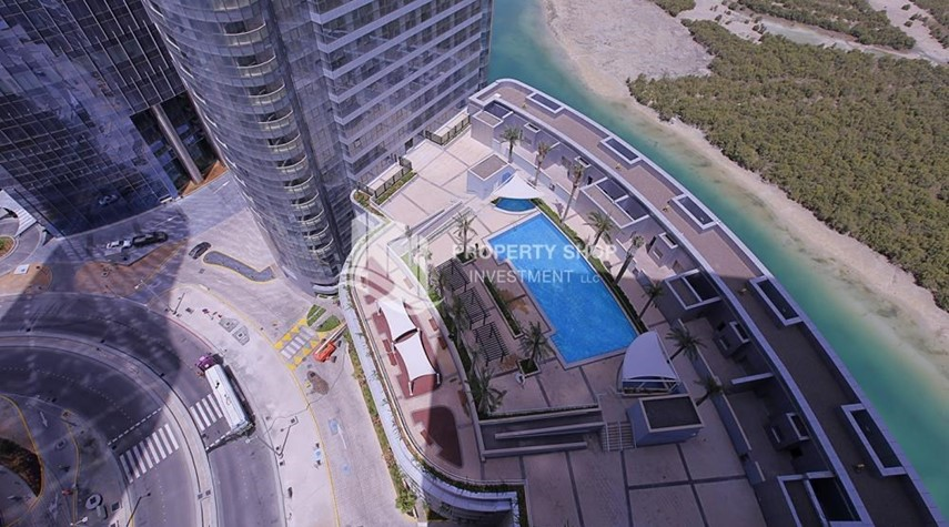 Community-Sea View Apt on High Floor with high investment returns.