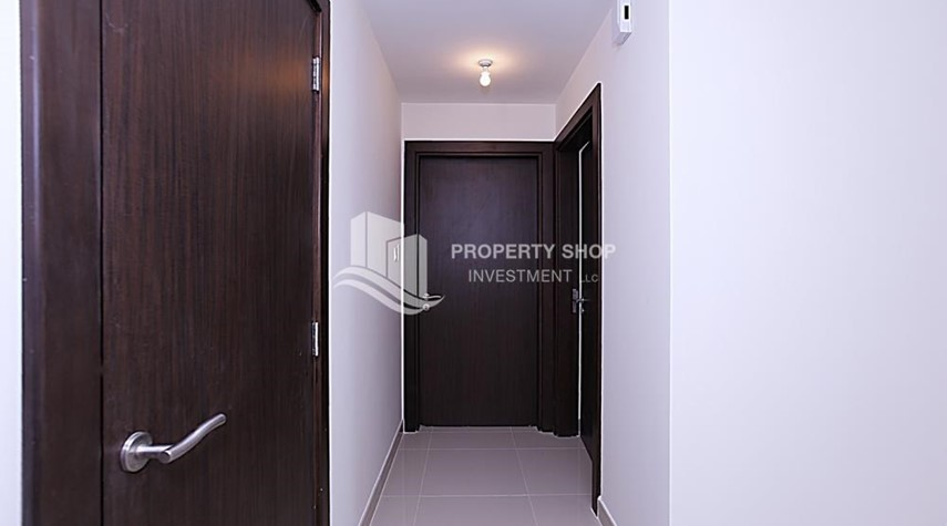 Foyer-High Floor 2 BR Apt with Balcony in Brand New Tower.