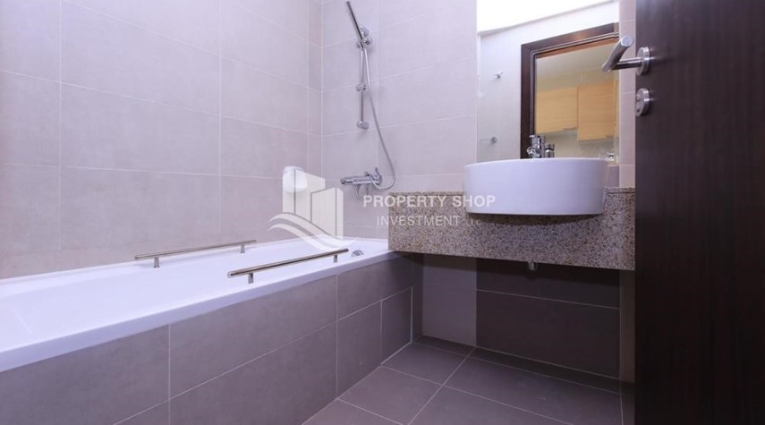 Bathroom-Sigma Tower, Studio apartment for rent