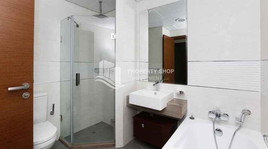 Bathroom-High quality interiors, High Floor, 3BHK+M apartment with Sea view, ZERO COMMISSION
