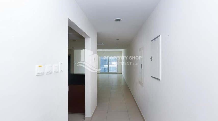 Foyer-High quality interiors, High Floor, 3BHK+M apartment with Sea view, ZERO COMMISSION