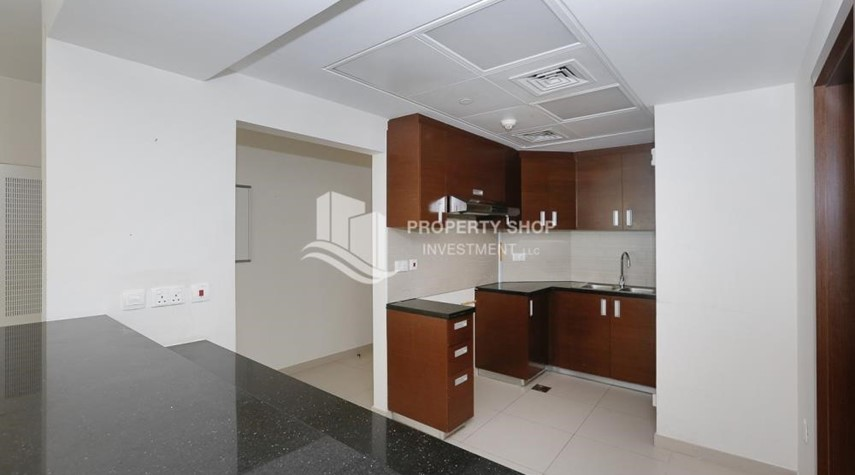 Kitchen-High quality interiors, High Floor, 3BHK+M apartment with Sea view, ZERO COMMISSION