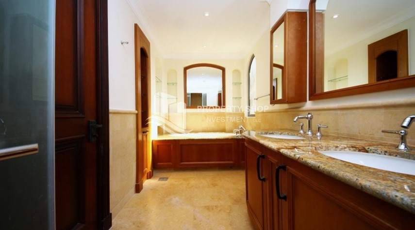 Master Bathroom-Independent Villa With Large Terrace Overlooking Community