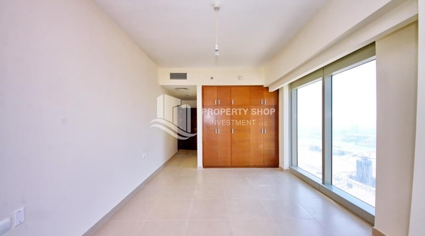 Built in Wardrobe-High floor 3+M Unit with Sea View.