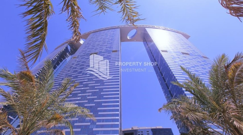 Property-High floor 3+M Unit with Sea View.