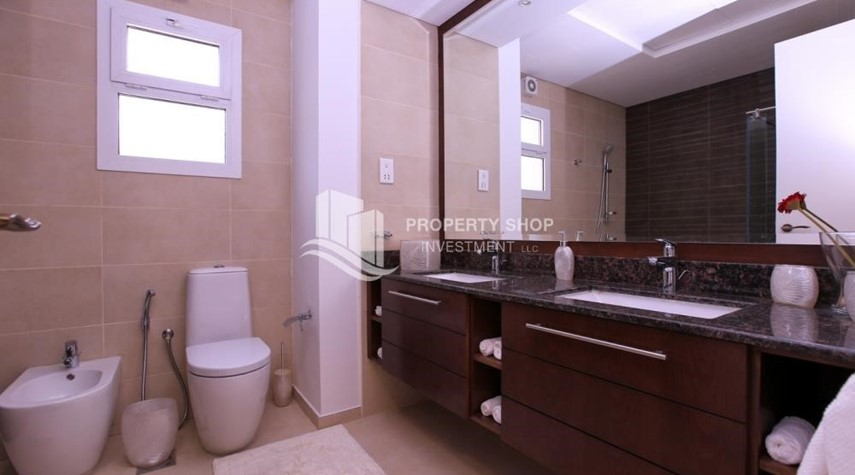 Bathroom-Stunning Villa w/ great facilities for sale