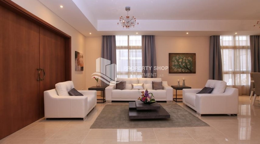 Living Room-Stunning Villa w/ great facilities for sale
