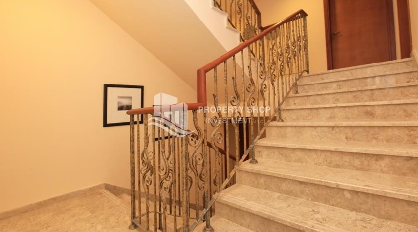 Stairs-Stunning Villa w/ great facilities for sale