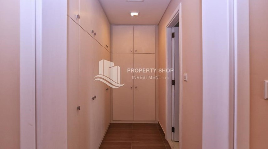 WalkIn Closet-Stunning Villa w/ great facilities for sale