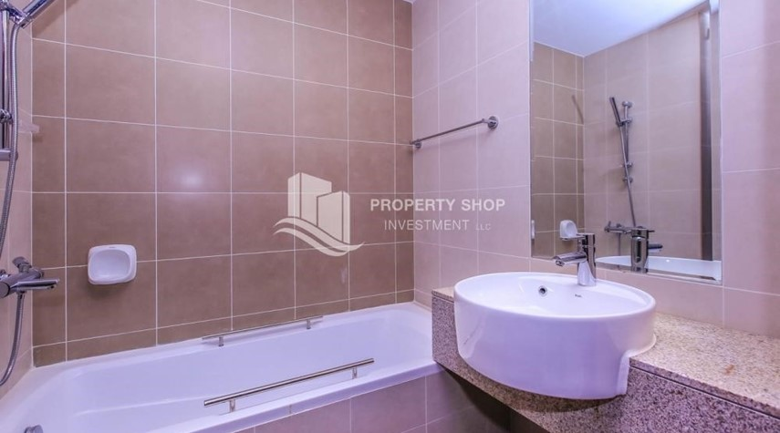 Bathroom-2 BR Apartment for rent in City of Lights