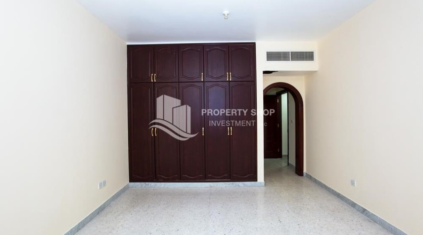 Bedroom-Prestigious 3 Bedroom Apartment in Corniche Area for rent.