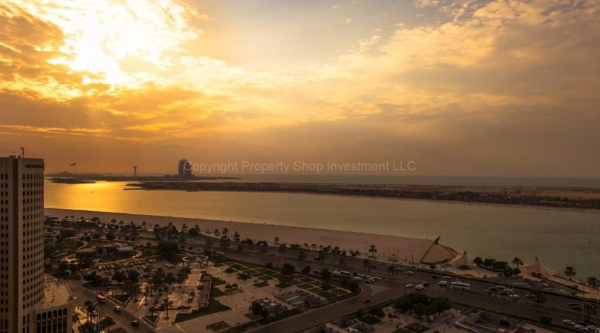 Community-Prestigious 3 Bedroom Apartment in Corniche Area for rent.