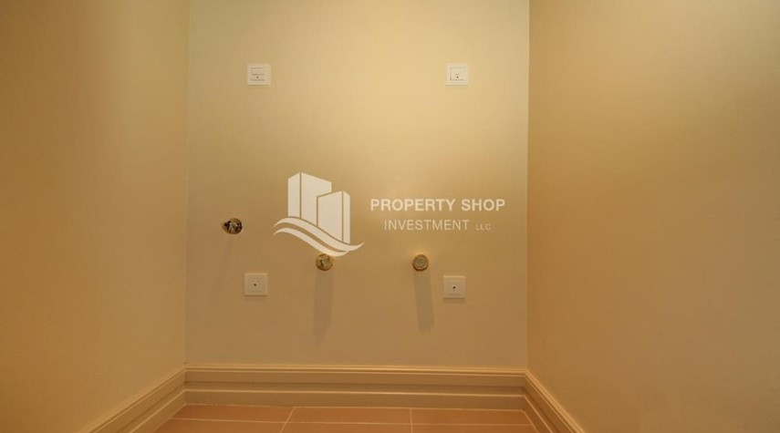 Laundry Room-High Floor Overlooking Community. 4 Cheuqes. Book Now