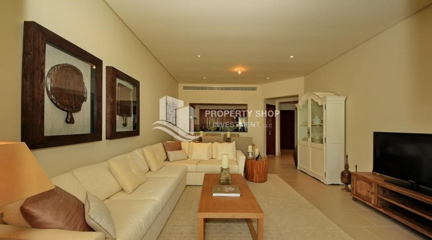 Living Room-High Floor Overlooking Community. 4 Cheuqes. Book Now
