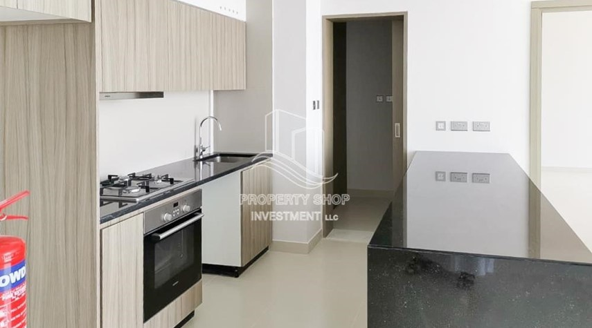 Kitchen-Vacant 2BR Apt on High floor in a brand new tower.