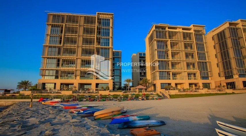 Property-Stunning 2 BR apartment for rent in al Raha Beach