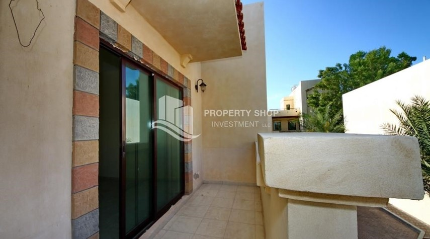 Balcony-Zero Commission, Ready to Move In !! 4+M Villa with Gym, Pool and Flexible 12 Payment Options