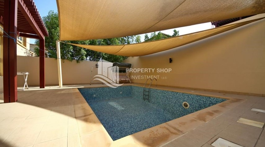Private pool- 5 BR In Prestigious Community with private pool and extended outside kitchen