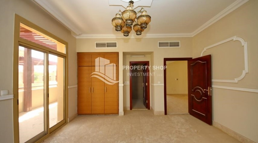 Bedroom-Experience the relaxing ambiance of 5BR Villa in Golf Gardens