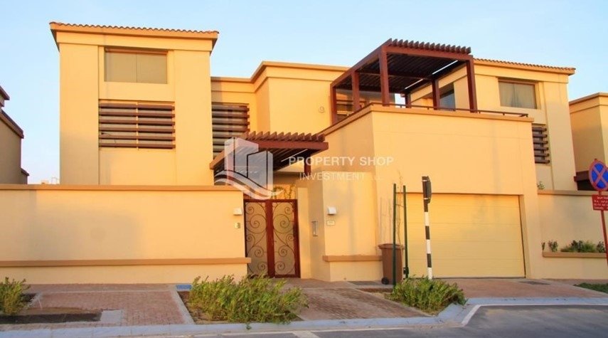 Property-Experience the relaxing ambiance of 5BR Villa in Golf Gardens
