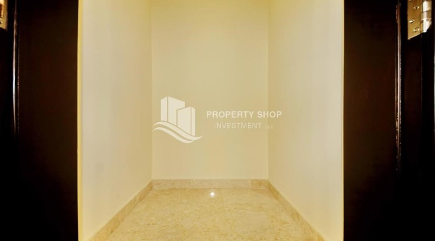Store Room-Hot Price! High floor Apt with Rent Refund.