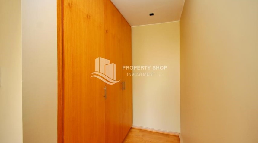 WalkIn Closet-Huge 4br+Maid Townhouse with Rental Refund