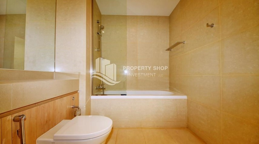 Bathroom-Sea view Apt upto 12 Cheques + No Leasing Commission.