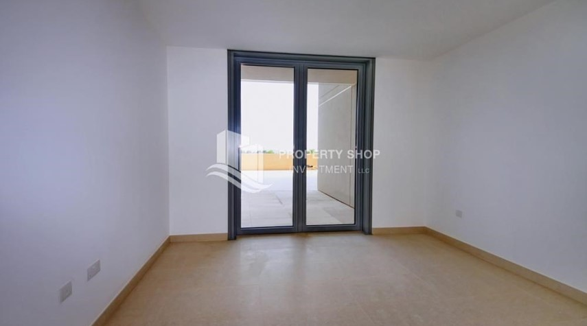 Bedroom-Sea view Apt upto 12 Cheques + No Leasing Commission.