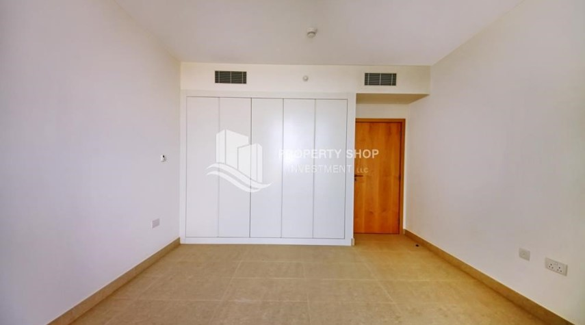 Built in Wardrobe-Sea view Apt upto 12 Cheques + No Leasing Commission.